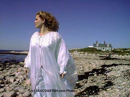 Actress portrays Blackbeard's wife (c) J. Dennis Robinson / SeacoastNH.com