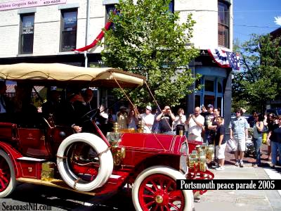 Vintage 1905 era auto in Centennial parade to the Treaty of Portsmouth, NH / Robinson photo