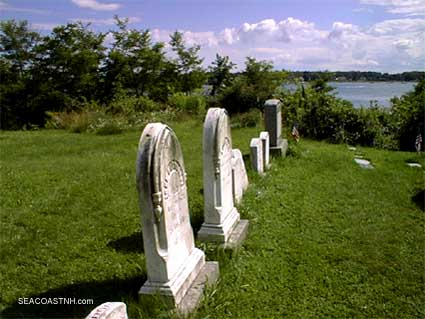 Kittery Cemetery on the Piscataqua River/ SeacoastNH.com