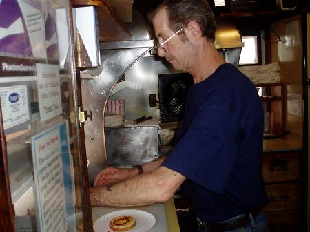 Makin burgers with Ray at Gilleys / SeacoastNH.com
