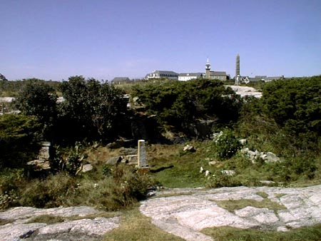 Beebe plot in the foreground with the Tuck Monument, Gosport Chapel and Oceanic Hotel behind . SeacoastNH.com