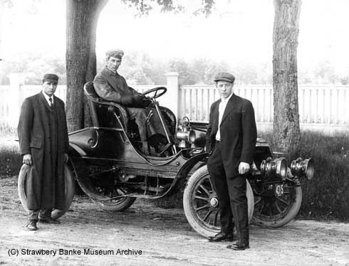 1902 Winton roadster in New Hampshire/ Strawbery Banke Archive