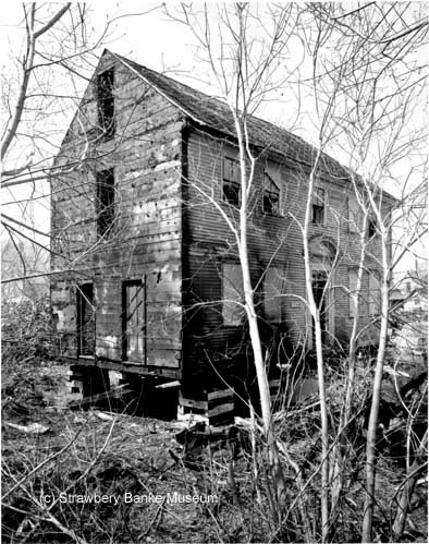 Daniel Webster HOuse (1795) awaiting restoration in Portsmouth, NH during the mid-1960s / (c) Strawbery Banke Museum / {hoto by Douglas Armsden on SeacoastNH.com