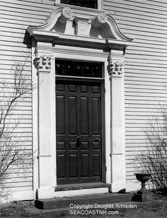Kittery Point door (c) Douglas Armsden on SeacoastNH.com. All rights reserved