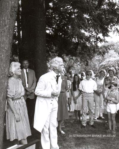Barbara Bush and Mark Twain re-eneactor at Strawbery Banke Museum in Portsmouth, NH in the eaerly 1980s (c) SBM archives