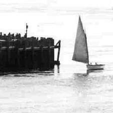 Sailing around the tip of Henderson's Point  1905 / Strawbery Banke Archive