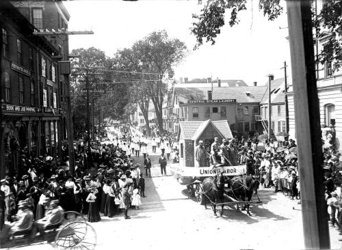 Parade at corner of State and Pleasant streets in 1902 / Strawbery Banke Archive