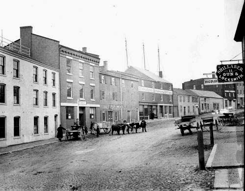 Bow Street in 1881 / Strawbery Banke Archive