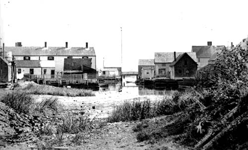 Puddle Dock in 1895, now filled in as the central area of Strawbery Banke Museum (c) Strawbery Banke Archive