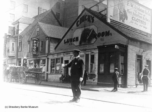 Congress Street, Portsmouth, NH 1920 / (c) Strawbery Banke Archive