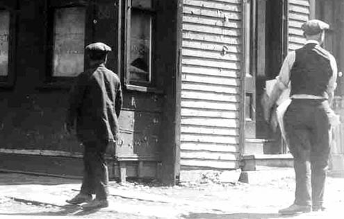 Bystanders on Congress St, POortsmouth, NH / Strawbery Banke Archive