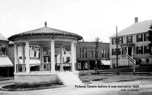 Folsom Tavern (right) near Exeter Bandstand before its first move in 1929 / American Independence Museum