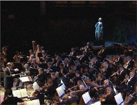 Figurehead featured in Stockholm with Symphony Orchestra ? Karl Svarskog photo