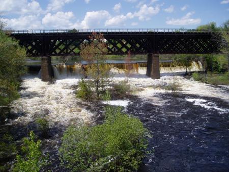 Rollinsford railroad trestle crossing Salmon Falls River / SeacoastNH.com