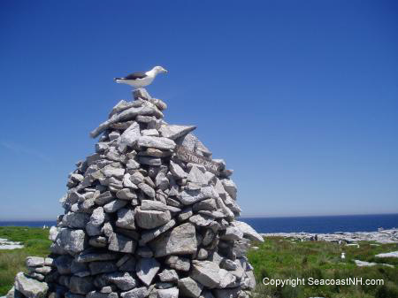 Stone cairn on Smuttynose (c) SeacoastNH.com, photo by J. Dennis Robinson