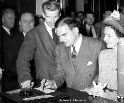 Thomas E. Dewey signs in during 1948 Governor's Conference.
